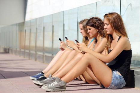 El problema del móvil en la despedida